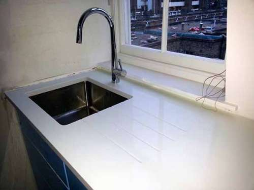 White quartz worktops – modern or traditional design